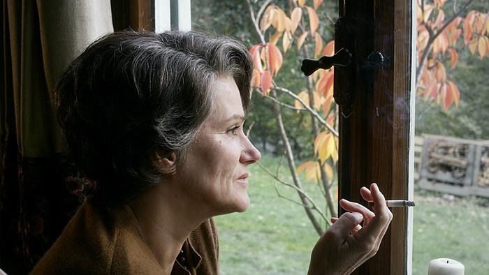 L'actrice Barbara Sukov campe une Hannah Arendt plus que crédible.